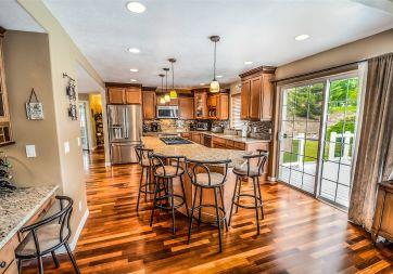 J & D Floor & Wall Covering - 3256 NE Jacksonville Rd Ste A, Ocala, FL 34479