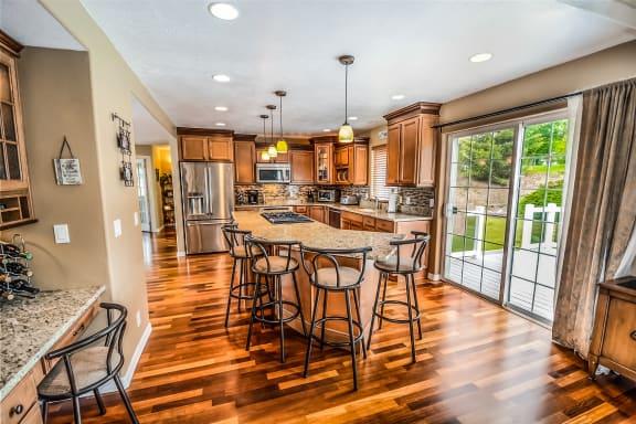 J & D Floor & Wall Covering - 3256 NE Jacksonville Rd Ste A Ocala, FL 34479
