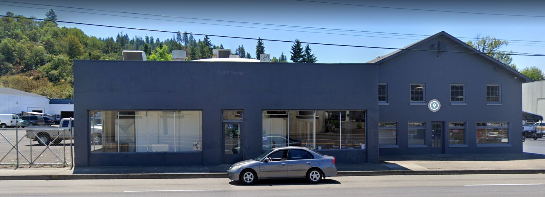 F & W Floor Covering - 1633 NE Diamond Lake Blvd, Roseburg, OR 97470